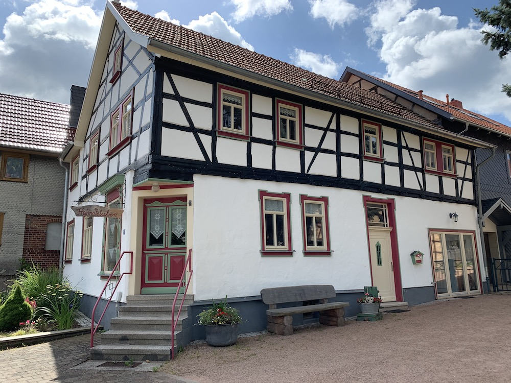 Eingangsbereich der Heimatstuben im historischen Fachwerkhaus.