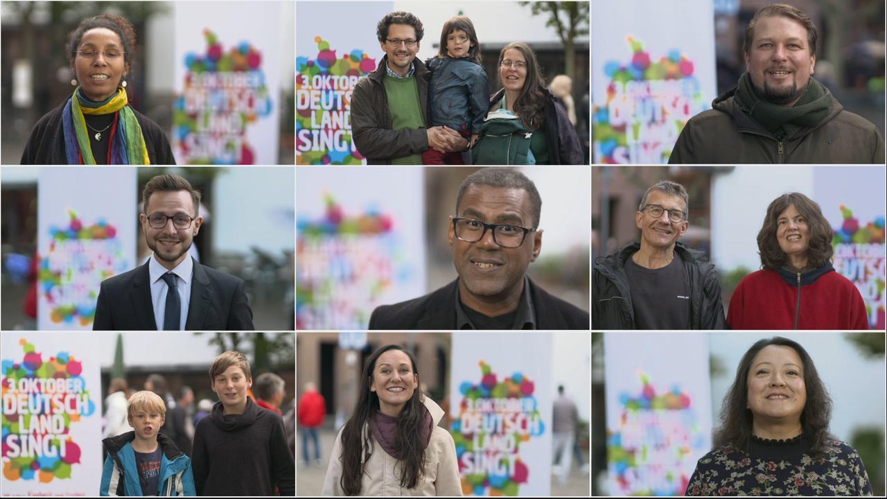 """Fotocollage mit singenden Menschen vor dem Logo der Initiative """"Deutschland singt"""""""