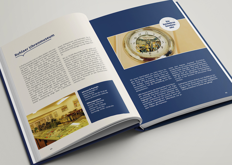 Innenaufnahme des Buches Das Gedächtnis der Dörfer und Städte mit dem Eintrag des Uhrenmuseum Ruhla