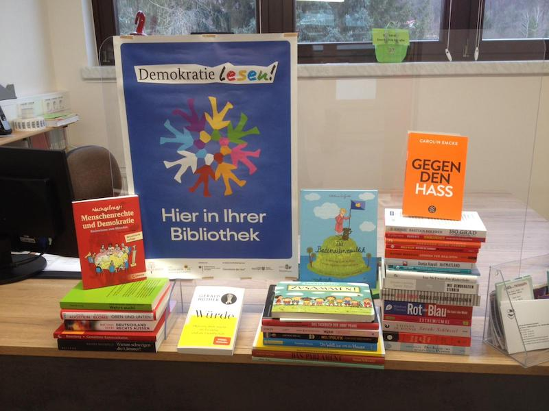 Bücher aus dem Bücherpaket der Aktion Demokratie lesen im Wartburgkreis